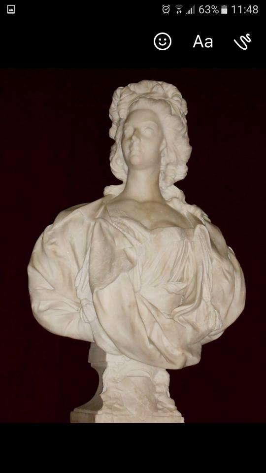 Bustes de Marie-Antoinette non attribués 19399610