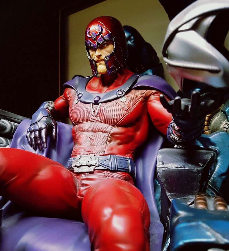 Premium Collectibles : Magneto on Sentinel Throne - Page 23 Img_2010