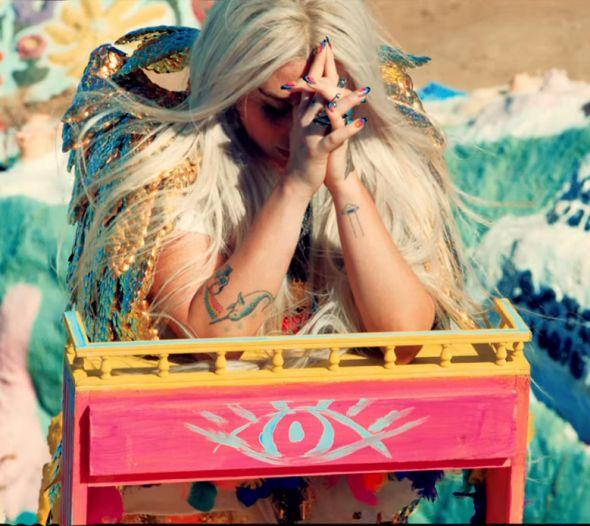 PRAYING -Orando- (Kesha) Rou62