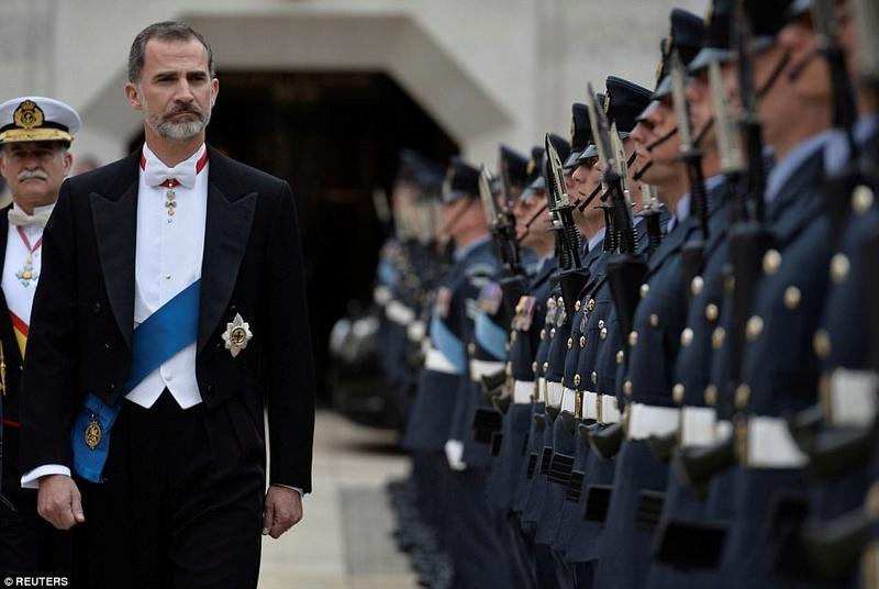 """EL REY FELIPE YA PERTENECE LA ORDEN DE """"LA JARRETERA"""" Viking27"""