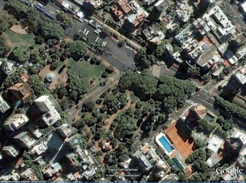 Statue de la Liberté = les répliques découvertes grâce à Google Earth - Page 3 Baranc11