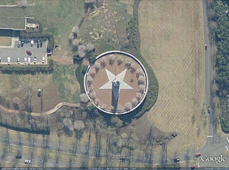 Statue de la Liberté = les répliques découvertes grâce à Google Earth - Page 3 Birmin10