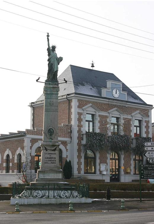 Statue de la Liberté = les répliques découvertes grâce à Google Earth Cambri11