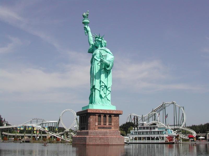 Statue de la Liberté = les répliques découvertes grâce à Google Earth - Page 2 Hei210