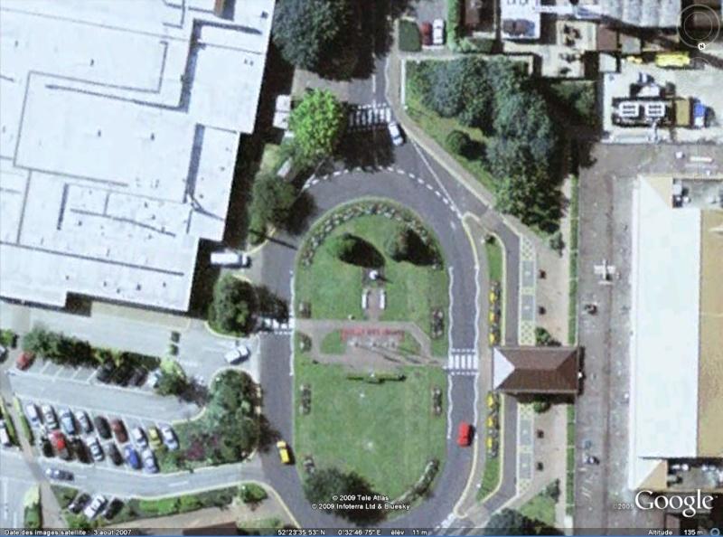 Statue de la Liberté = les répliques découvertes grâce à Google Earth - Page 2 Lakenh10