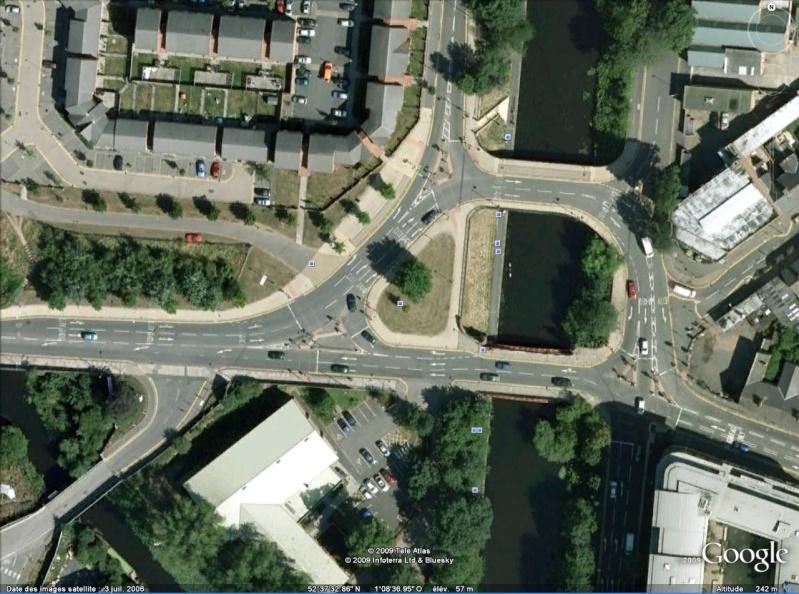 Statue de la Liberté = les répliques découvertes grâce à Google Earth - Page 2 Leices10