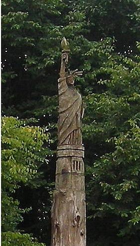 Statue de la Liberté = les répliques découvertes grâce à Google Earth - Page 2 Plaint11