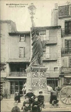 Statue de la Liberté = les répliques découvertes grâce à Google Earth - Page 2 Saf10