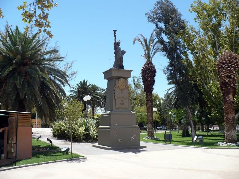 Statue de la Liberté = les répliques découvertes grâce à Google Earth - Page 3 San_ju11