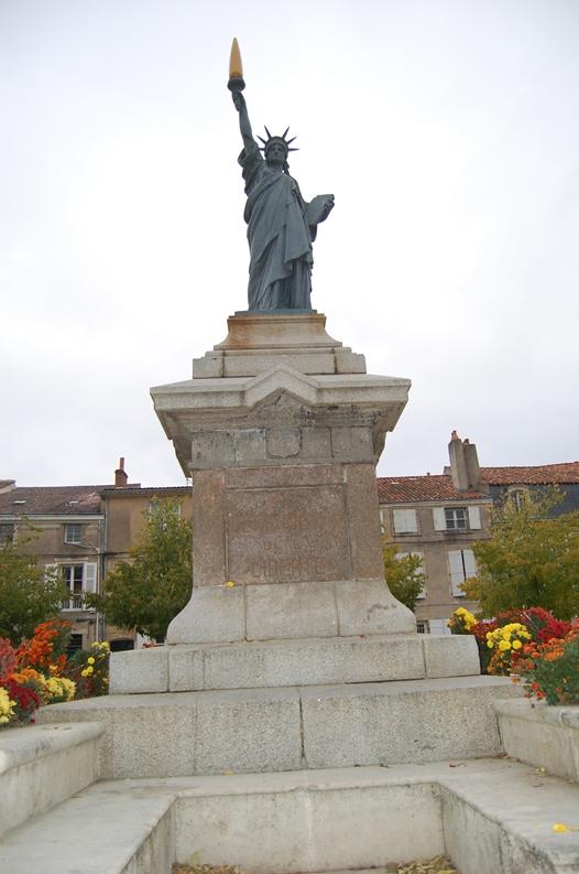 Statue de la Liberté = les répliques découvertes grâce à Google Earth Slpoit11