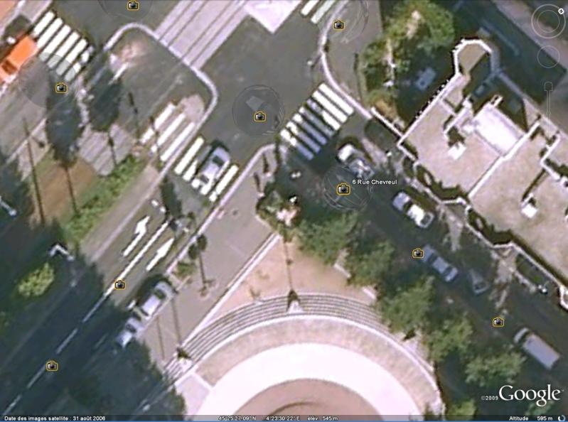 Statue de la Liberté = les répliques découvertes grâce à Google Earth Slstet10