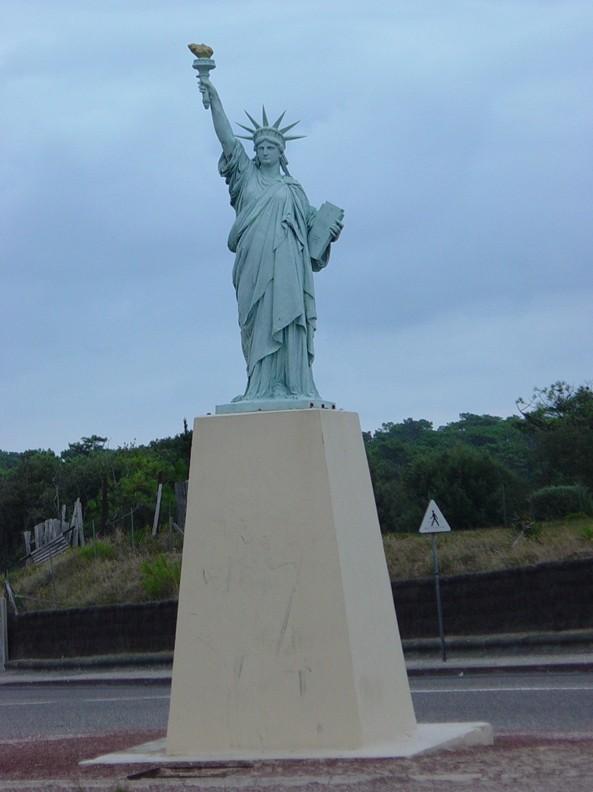 Statue de la Liberté = les répliques découvertes grâce à Google Earth - Page 2 Soulac10