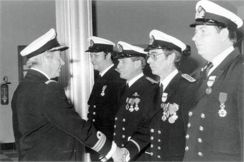 Traditions et rituels à bord des bacs de la Force Navale - Page 5 Spiess11