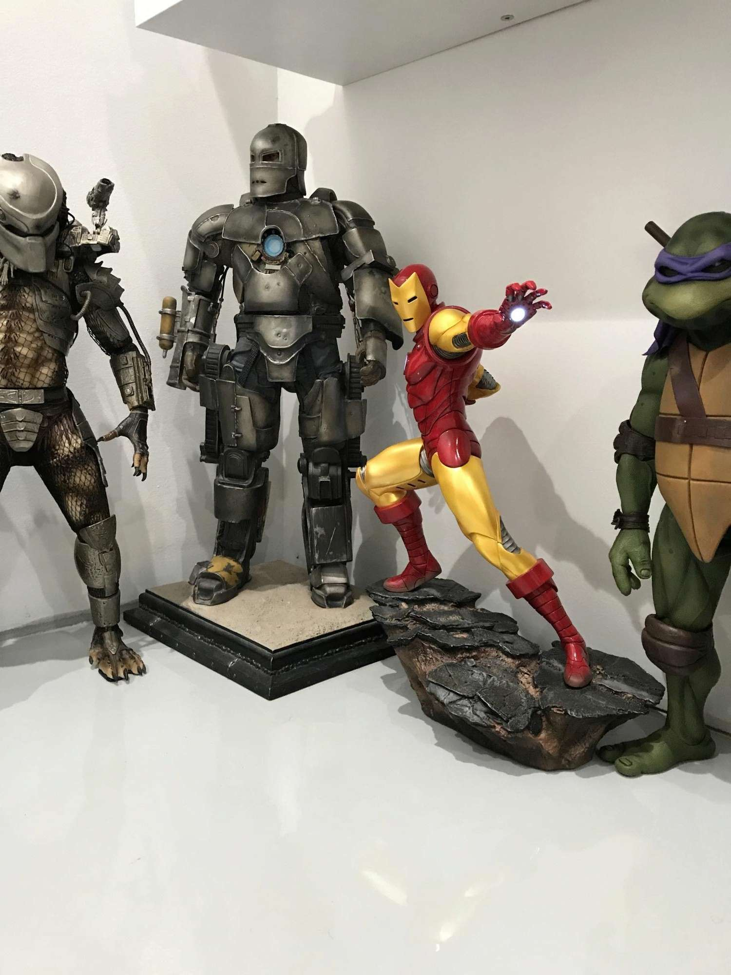 IRON MAN– Avengers Assemble Statue Img_5910