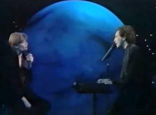 Août 1992 - Françoise Hardy rend hommage à Michel Berger (Télé 7J) - 2 Captur25