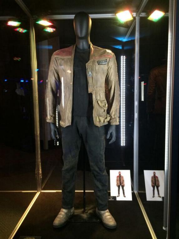 7 - Costumes & Maquettes Star Wars Le Réveil de la Force 0760