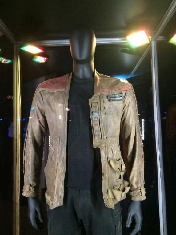 7 - Costumes & Maquettes Star Wars Le Réveil de la Force 0954