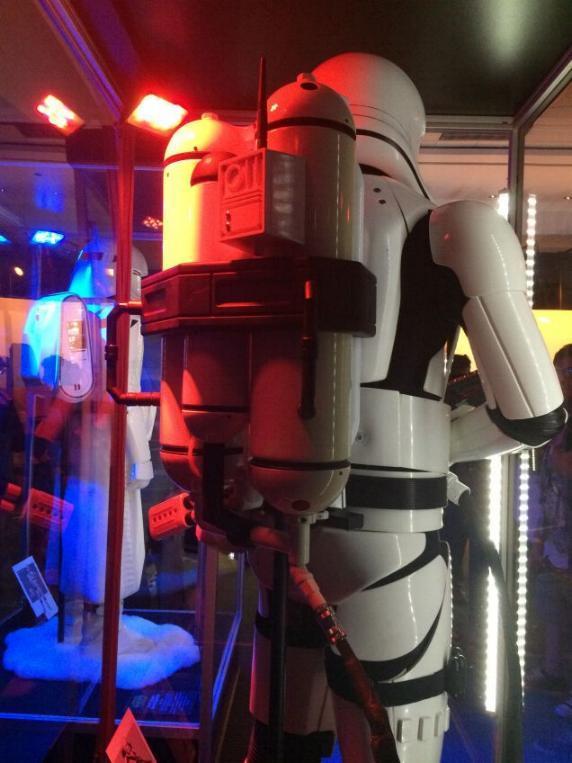 7 - Costumes & Maquettes Star Wars Le Réveil de la Force 2422