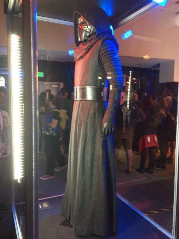 7 - Costumes & Maquettes Star Wars Le Réveil de la Force 3415