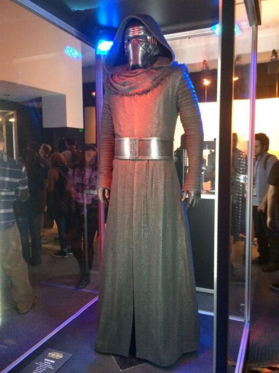 7 - Costumes & Maquettes Star Wars Le Réveil de la Force 3515
