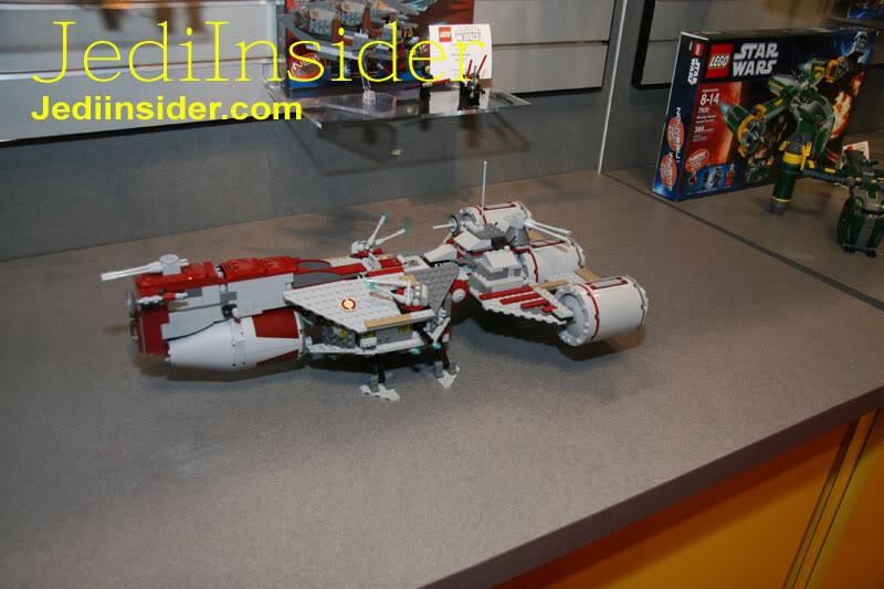 LEGO STAR WARS - 7964 - Frégate de la république 7964_012