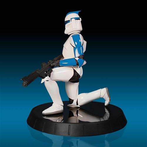 GG - Blue Clone Trooper Statue Bluecl11