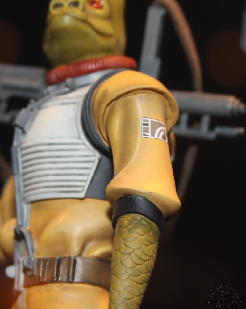 Gentle Giant - BOSSK - Animated Maquette Bossk010