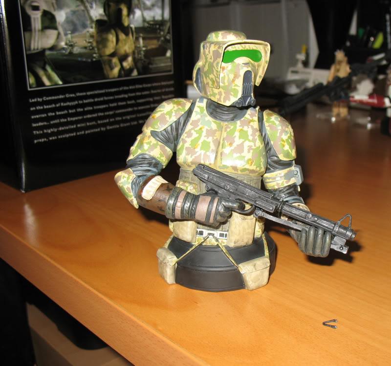 Gentle Giant - Commander Faie mini bust PG Gift 2010 - Page 2 Elitec15