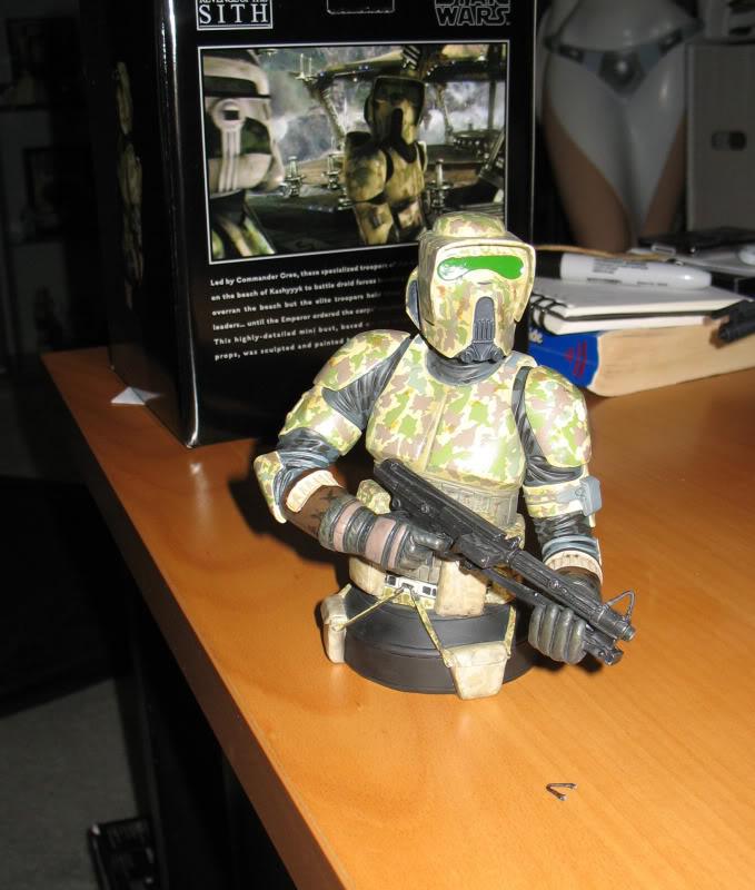 Gentle Giant - Commander Faie mini bust PG Gift 2010 - Page 2 Elitec16