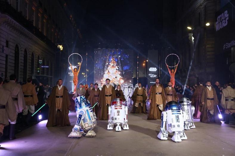 Star Wars envahit les vitrines des Galeries Lafayette  Galeri11