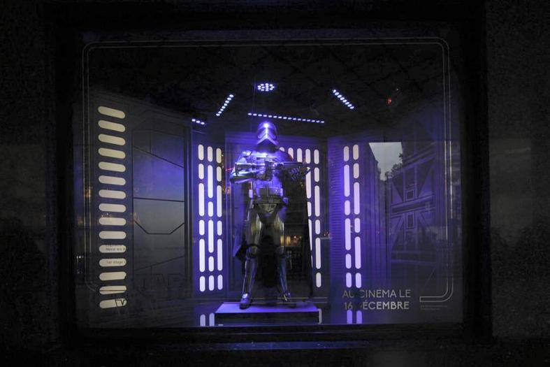 Star Wars envahit les vitrines des Galeries Lafayette  Galeri20