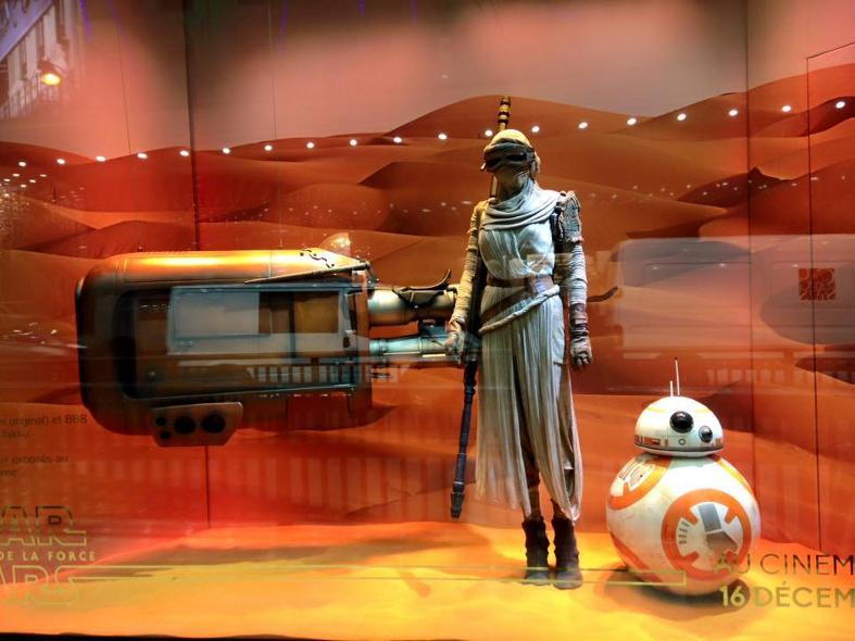 Star Wars envahit les vitrines des Galeries Lafayette  Galeri21