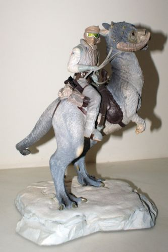 Gentle Giant - Han Solo on Tauntaun Diorama Hansol12