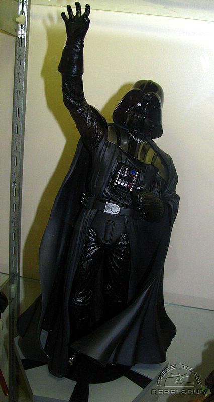 Kotobukiya - Darth Vader ARTFX Statue (2008) - Page 2 Img_7410