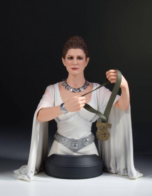 Gentle Giant - Leia Hero of Yavin Mini-Bust Leia_h16