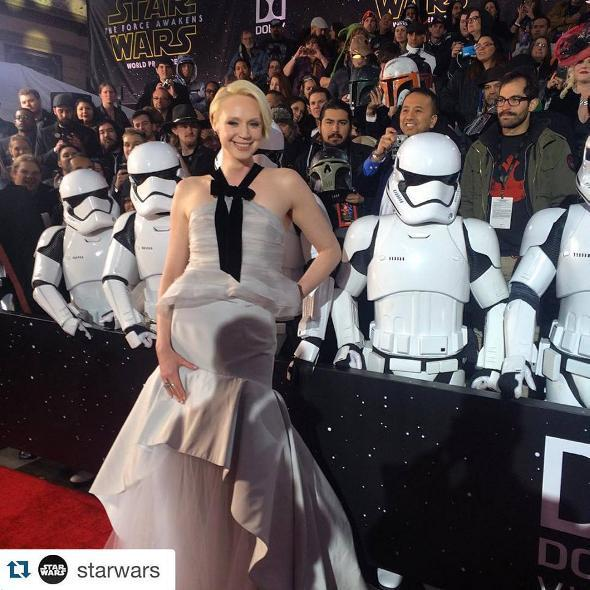 7 - Star Wars The Force Awakens - Les premières Red_0110