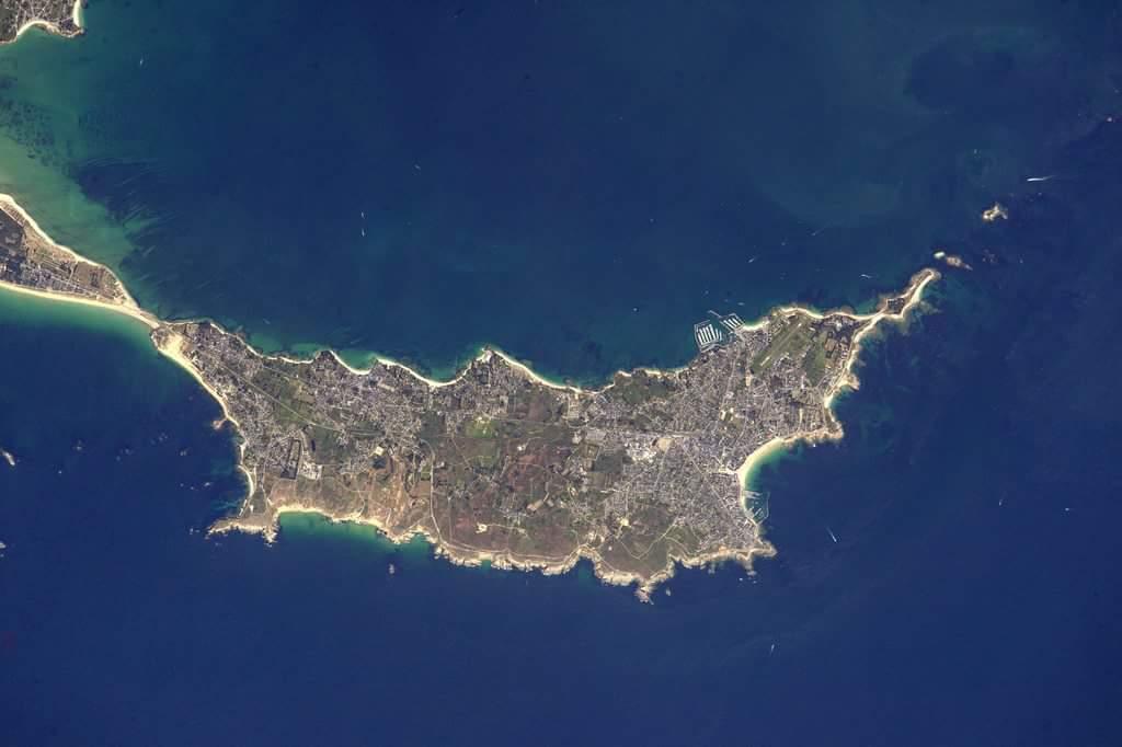 la Presqu'île de Quiberon...................prise depuis l'espace Bcd63011
