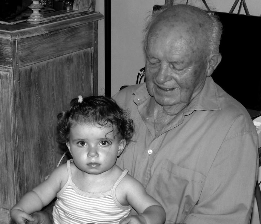 L'arrière Grand Père et son arrière Petite Fille ! P1030410