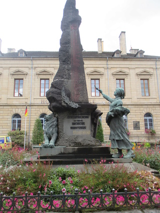 [ Histoires et histoire ] Monuments aux morts originaux Français Tome 2 Img_2711