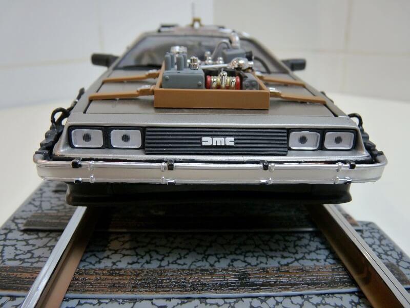 De Lorean DMC-12 Retour vers le futur II - 1981 - SunStar 1/18 ème Dmc-1210