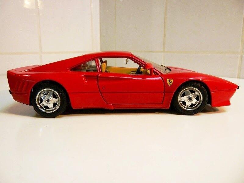 Ferrari 288 GTO - 1984 - BBurago 1/18 ème F288_115
