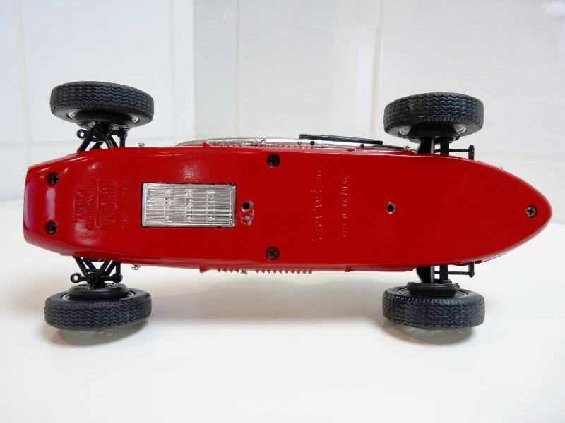 Ferrari 500 F2 - 1952 - Tonka Polistil 1/19 ème F500f211