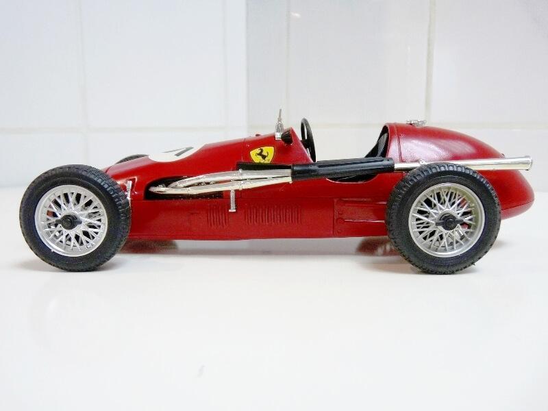 Ferrari 500 F2 - 1952 - Tonka Polistil 1/19 ème F500f214