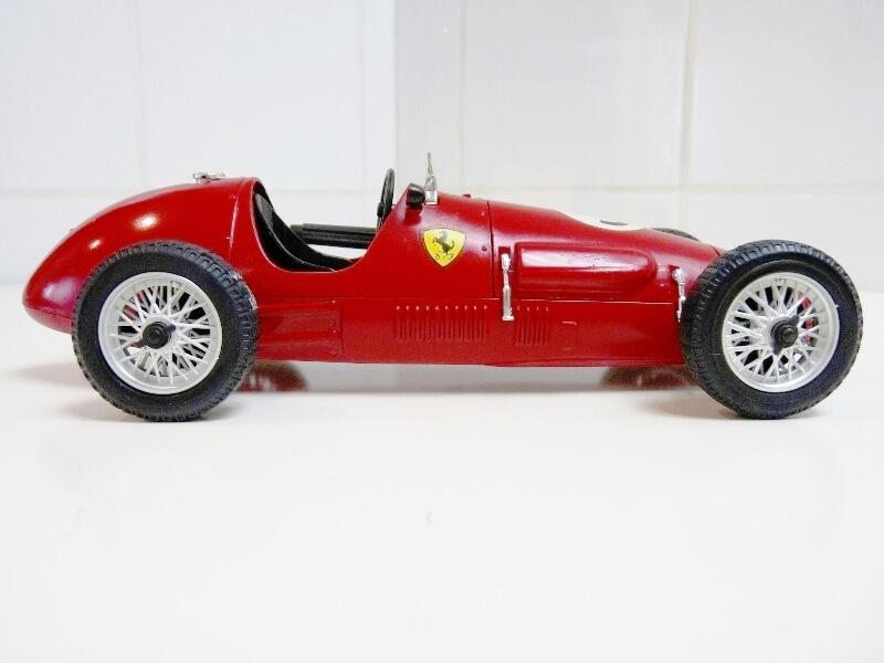 Ferrari 500 F2 - 1952 - Tonka Polistil 1/19 ème F500f219