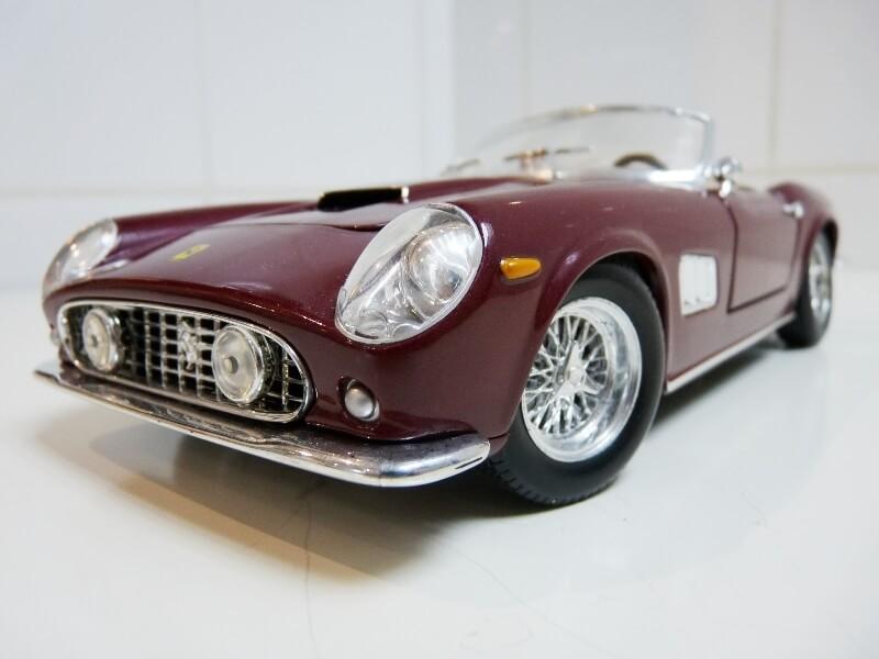 Ferrari 250 GT California Spyder SWB - 1961 - HotWheels 1/18 ème Fe250g10