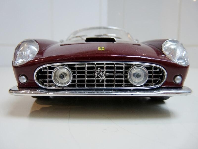 Ferrari 250 GT California Spyder SWB - 1961 - HotWheels 1/18 ème Fe250g12