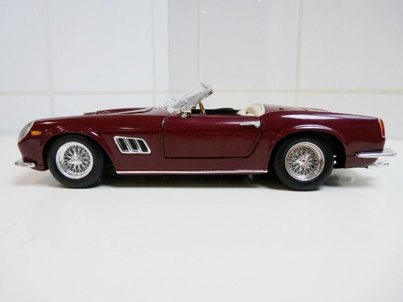 Ferrari 250 GT California Spyder SWB - 1961 - HotWheels 1/18 ème Fe250g13