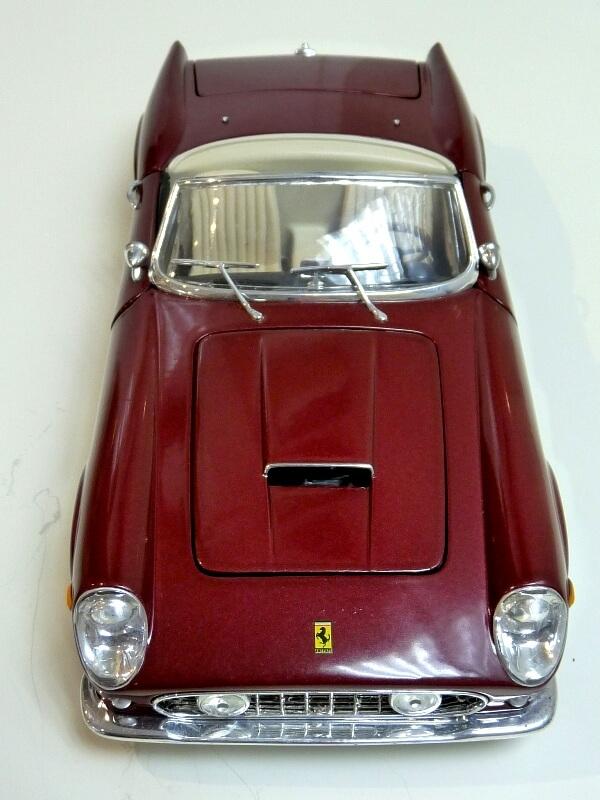 Ferrari 250 GT California Spyder SWB - 1961 - HotWheels 1/18 ème Fe250g16