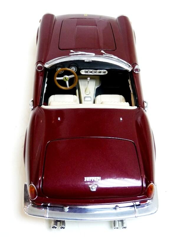 Ferrari 250 GT California Spyder SWB - 1961 - HotWheels 1/18 ème Fe250g19