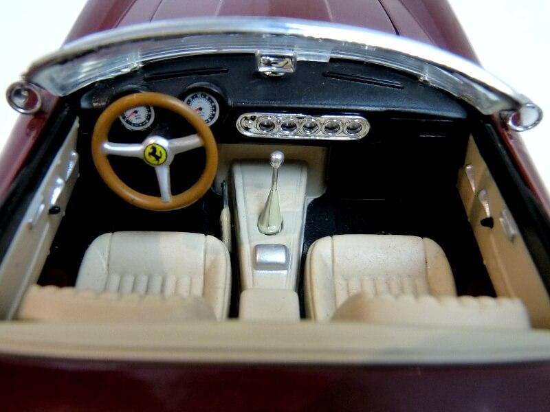 Ferrari 250 GT California Spyder SWB - 1961 - HotWheels 1/18 ème Fe250g22